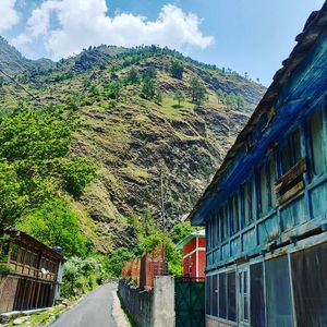 Trekking, hiking and hitchhiking in tirthan valley.