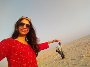Selfie with a dwarf looking man in middle of white desert of Gujarat #SelfieWithAView #tripotocommun