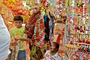 Kinari Bazar 1/3 by Tripoto
