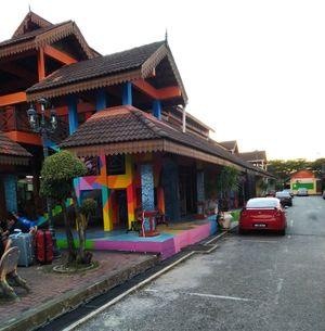Explore Bali , Gilli Island , Perhentian Island , Krabi , Phuket , Lembogan Island , Lombak .