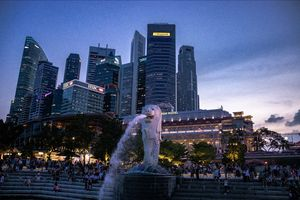 It was neither Evening nor Night which reflected in the sky of Singapore