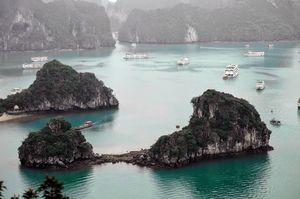 Cruise along Ha Long Bay
