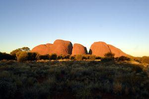 Visiting of large ancient rock formations in Kata Tjuta