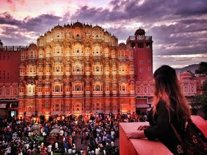 Get enchanted view of Hawa Mahal while sipping your favorite coffee at Wind View Cafe, Jaipur