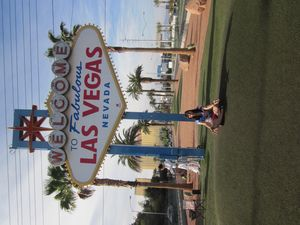Welcome to Fabulous Las Vegas Sign 1/2 by Tripoto