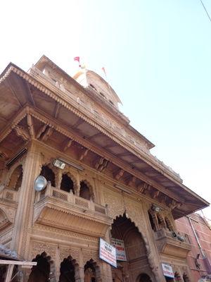 Banke Bihari Temple 1/3 by Tripoto