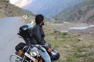 How to travel under a cheap budget on a Royal Enfield to ladakh