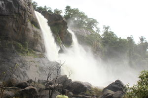 Kerala Diaries – Athirapally Falls – The Niagara of Inida