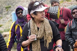 When Indiahikes trekkers ran into legendary mountaineer Bachendri Pal