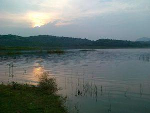 Manchanbele Dam 1/2 by Tripoto