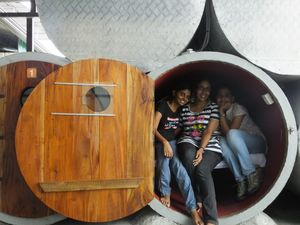 The Grand (Mis)Adventures of 3 girls at Lanka : Living the capsule sleeper dream
