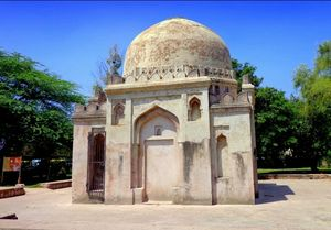 Hauz Khas Trail - Delhi's Lesser Known Historic Monuments