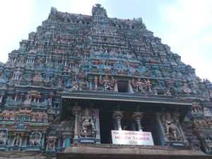 Meenakshi Amman Temple - One of the most beautiful and biggest Temple of India