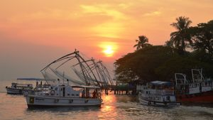 As the Sun wears the evening gown, the life around the area of Fort Kochi comes to life.