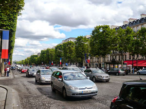 Champs-Elysees 1/13 by Tripoto