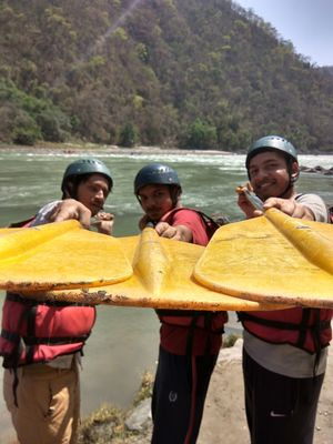 A budget Traveler's Guide to Rafting in Rishikesh !