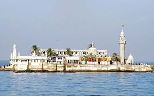 8 Interesting Things You Didn't Know About Haji Ali Dargah!