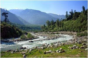 3 crazies, couple of villages & unknown trails to trek upto Jogini falls in Manali