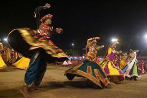 Dance For Nine Nights From Dusk To Dawn At The Best Navratris Of Gujarat
