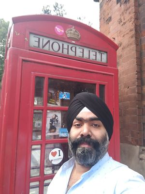 The legendary telephone booth in London. Do as londoners do. #SelfieWithAView #TripotoCommunity