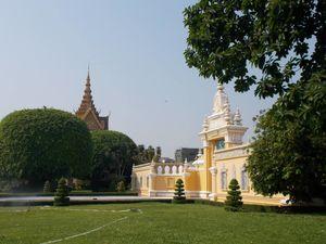 Silver Pagoda 1/1 by Tripoto