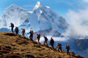 8 Ways in which trekking in groups will help you deal with corporate world troubles