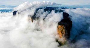 Mount Roriama : As mysterious as a Nolan Movie