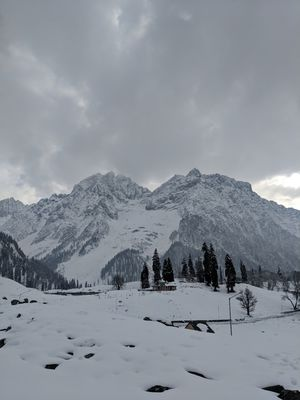 These pictures of Sonmarg in snow would make you pack your bags and head to Kashmir right away!