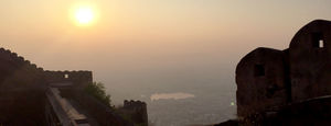 Cycling to Nahargarh fort