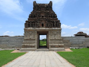 Hampi - The perfect hippie town with spectacular ruins
