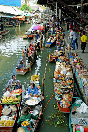 Move Over, Bangkok, India too has a Floating Market and it's in the City Of Joy, Kolkata!