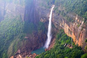 This Summer, Cool Off With a Waterfall Hop in Meghalaya!