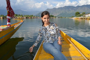 Kashmir Guide : Part 5  Dal lake - An  Isolated Stretch From The Main Town