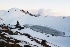Trekking to a Frozen Lake – a Picture Perfect Trail to Parashar