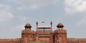 DELHI : QUTUB MINAR, RED FORT, UGRASEN KI BAOLI, INDIA GATE