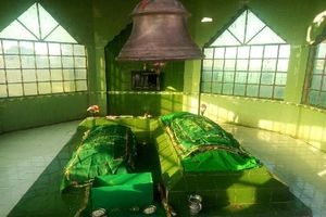 The mausoleum of Laila-Majnu is here in India