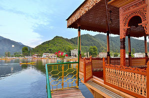 Clichéd Yet Classic Must Do Things While In Kashmir