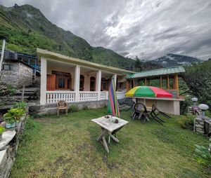 This Picturesque, Isolated Homestay In Tirthan Valley Is What Vacation Dreams Are Made Of
