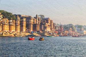 A pious yet flamboyant Varanasi under 2100 INR