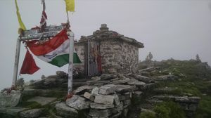 Chopta Tungnath Chandrashila Trek on a shoestring budget in Monsoons.