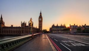 An Ultimate Travel Guide to London · MAP CAMERA TRAVEL
