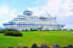 World Unique Hotels: Sun Cruise Resort and Yacht, Insanely luxurious in breathtaking location!