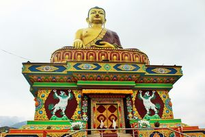 Giant Buddha Statue 1/undefined by Tripoto