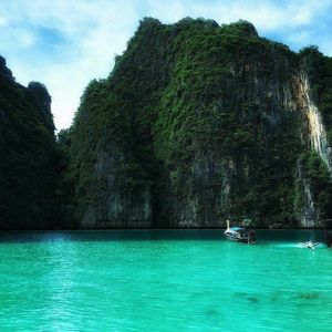 Why a day trip to Phi Phi Islands is not so great idea?