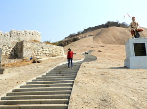 Bhongir Fort - Short Uphill trek