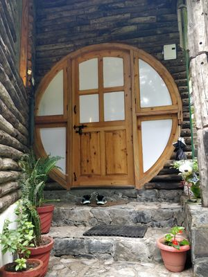This 100 year old homestay in Landour has a hobbit room and offers a valley view❤️