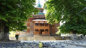 Shah E Hamdan (R.H) Mosque 1/2 by Tripoto