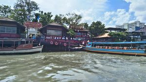Supatra River House Bangkok Thailand 1/4 by Tripoto