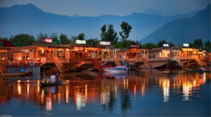 These Gorgeous Houseboats In Srinagar Are Waiting For You This Summer. Time To Ditch Hotels...