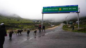 माना, भारत का आखिरी गाँव जहाँ दैवीय शक्ति हर द्वार पर मिलती है